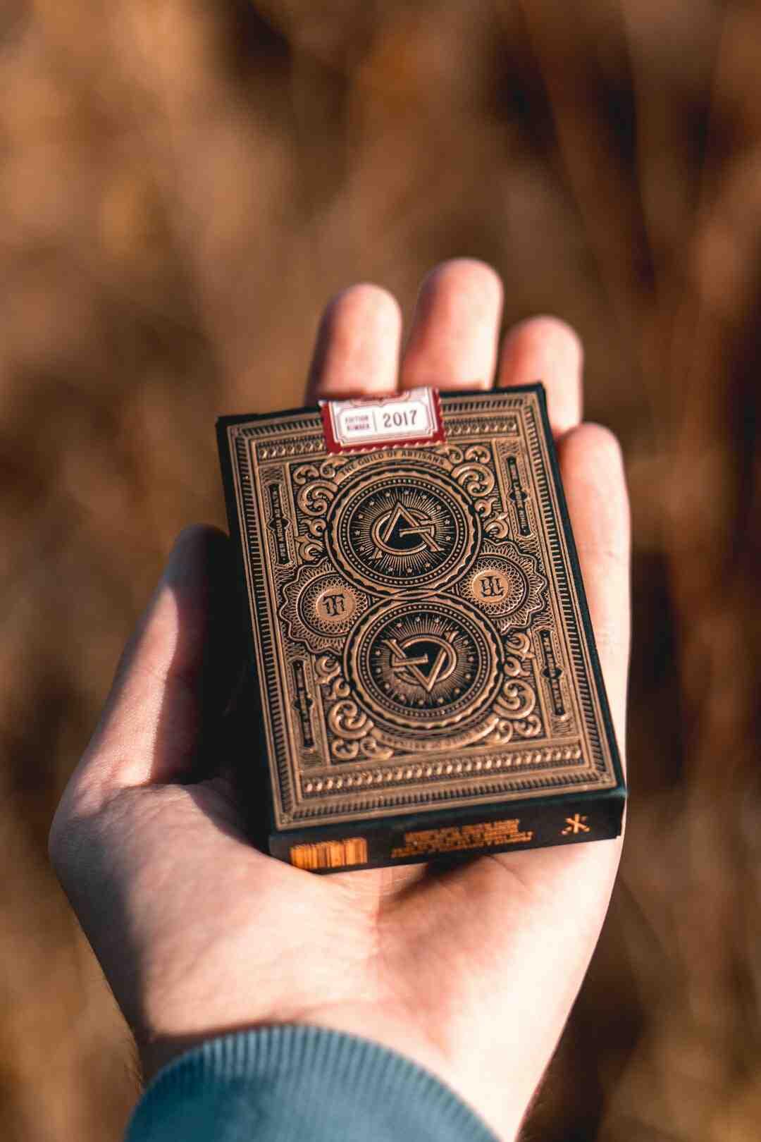 Comment faire un tour de magie avec des cartes
