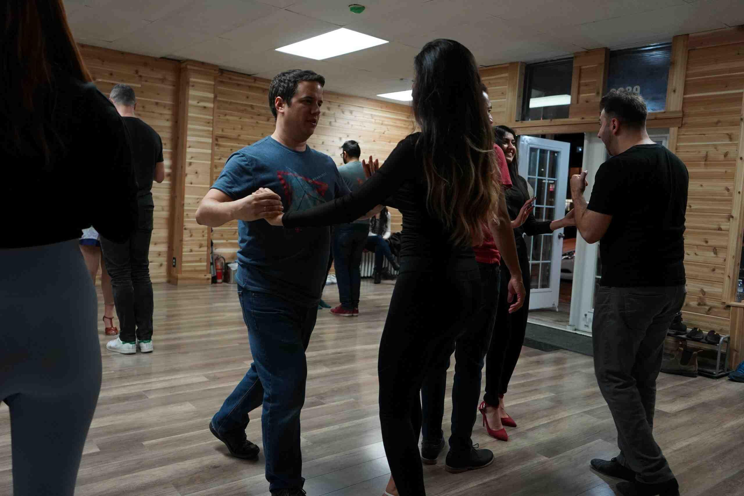 Quelle danse apprendre en premier ?