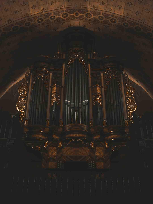 Où se trouve l'orgue dans une église ?